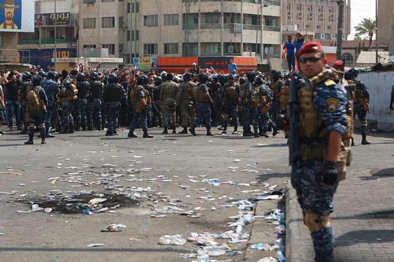 伊拉克10月1日以來爆發全國性反政府示威,成千上萬年輕人自發性走上街頭,鎮暴警察頻與未武裝的民眾發生衝突。(AP)