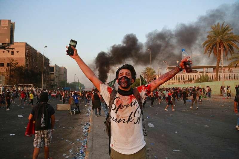 伊拉克10月1日以來爆發全國性反政府示威,成千上萬年輕人自發性走上街頭。(AP)