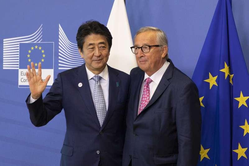 日本首相安倍晉三與歐盟執委會主席容克(AP)
