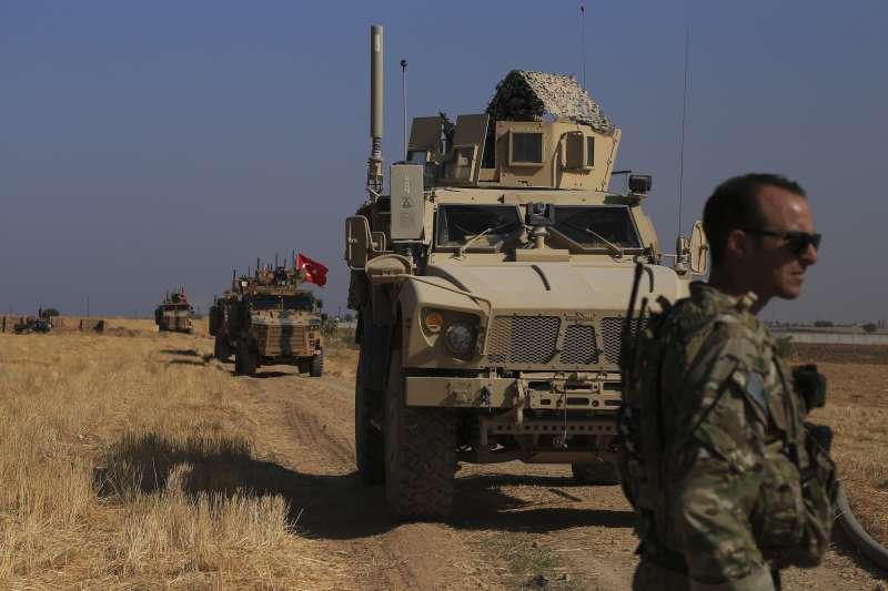 敘利亞內戰:土耳其總統艾爾多安宣布即將出兵敘利亞東北部,劍指當地庫德族民兵。(AP)