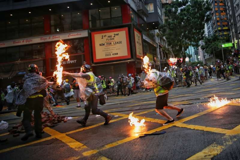 2019年10月6日,香港反送中、反緊急法、反禁蒙面法示威,記者遭殃(AP)