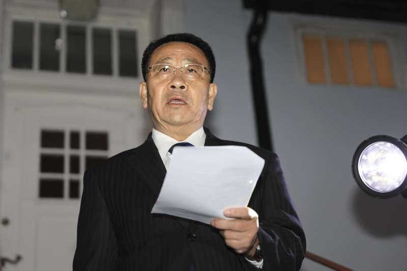 2019年10月5日,朝美「無核化」斯德哥爾摩談判破裂,北韓外務省巡迴大使金明吉(中)發表談話(AP)