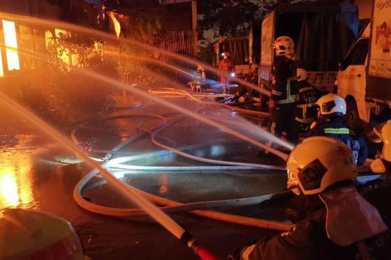 傳高雄透天厝火災是因為行動電源充電引起,對此,高雄市消防局回應,起火原因都還在調查鑑定中。示意圖,與新聞個案無關。(資料照,取自台中市政府消防局臉書)
