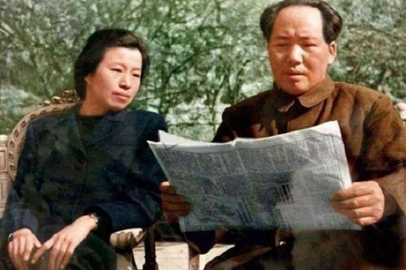 毛澤東與江青。