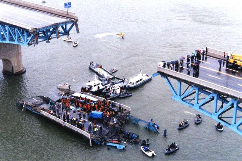 25年前韓國發生聖水大橋斷裂事故,造成數十人死傷。(圖/維基百科)