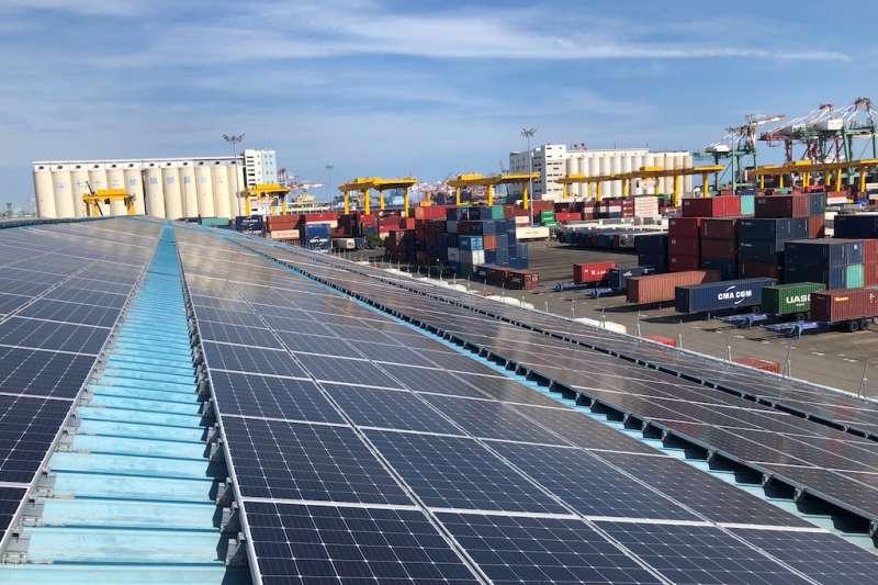 高雄港第三貨櫃中心完成設置太陽能之實景。(圖/臺灣港務股份有限公司提供)