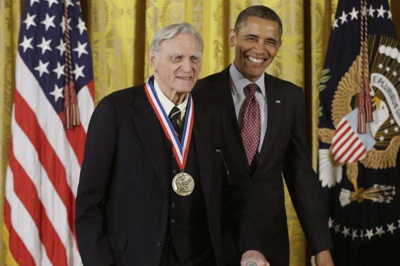 高齡97歲的「鋰電池之父」古迪納夫(AP)