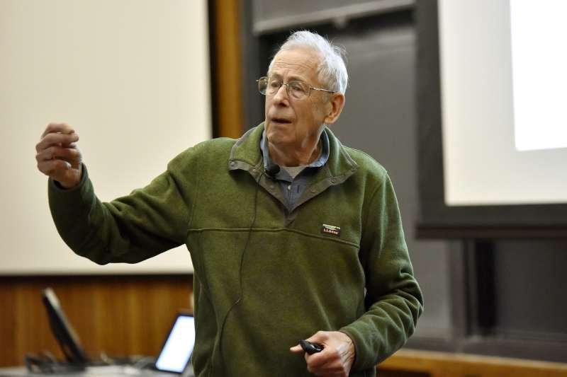 2019年諾貝爾物理學獎得主揭曉,加拿大學者皮博斯獲獎。(AP)