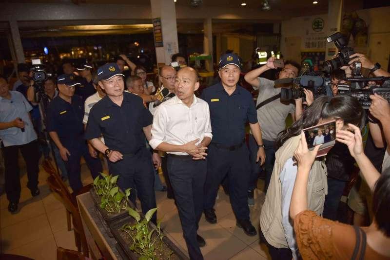 高雄近來治安事件亮紅燈,市長韓國瑜7日晚間在雙十國慶前帶隊擴大臨檢。(高雄市政府提供)