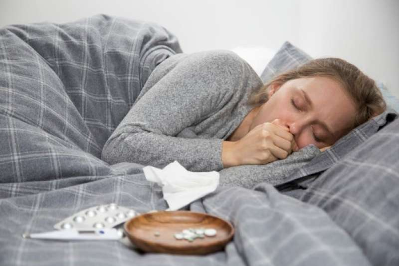 圖說:感冒很久都好不了?一直發燒不退?若忽視恐造成嚴重後果。(圖/freepik)