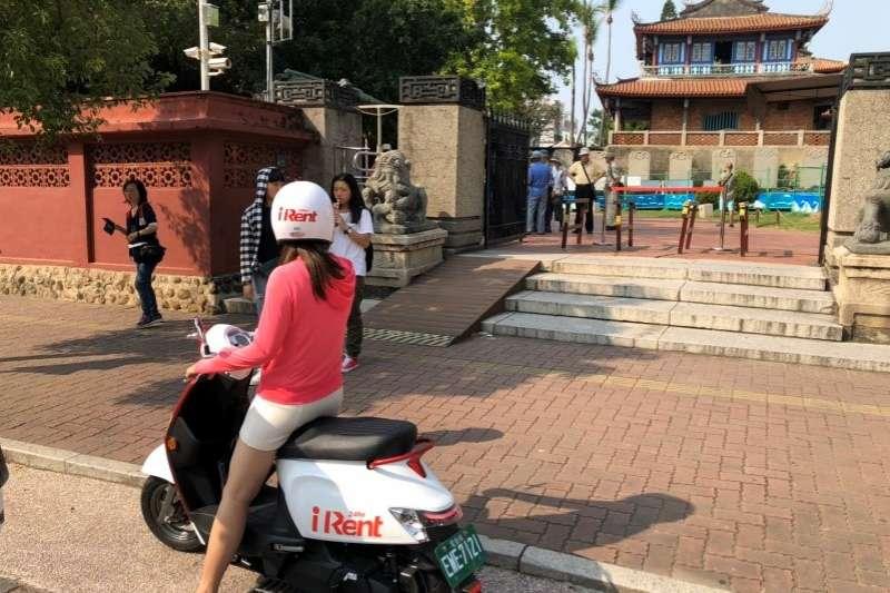 iRent共享電動機車擴展至台南,民眾在路邊停車格即可預約用車 (圖/和運租車)