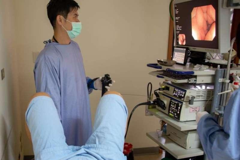 高醫透過大腸鏡進行「糞便移植」,讓老翁不再狂瀉(圖/freepik)