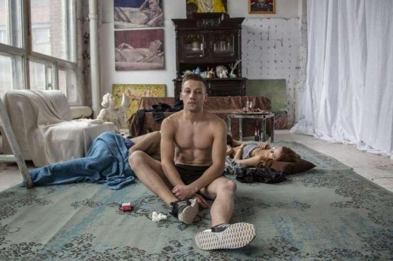 俄羅斯男星亞歷山大葛奇林新作《酸世代》紀錄躁動不安的當代青年(圖/佳映娛樂)