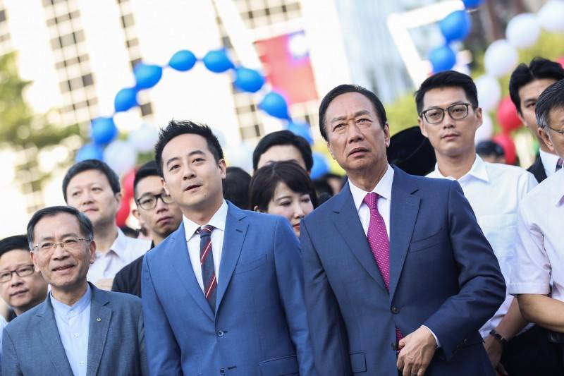 整合有望?原挺郭社團宣告「回歸藍軍」 郭粉不滿退團,喊「不可能支持韓國瑜」-風傳媒