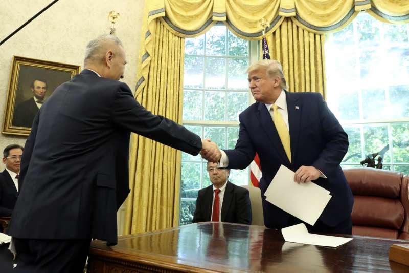 2019年11月11日,美國總統川普在白宮接見中國副總理劉鶴(AP)