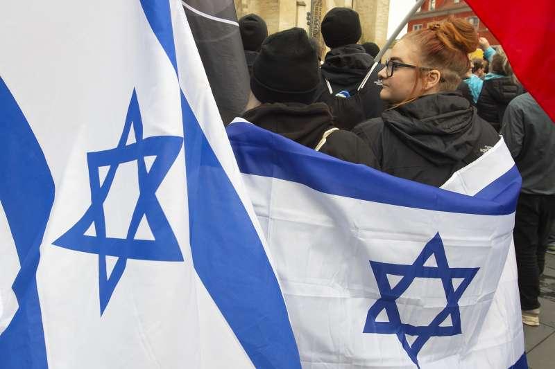 歐洲反猶太風潮再起,2019年10月,德國(Halle)猶太教會堂遭到攻擊,大批民眾悼念聲援(AP)