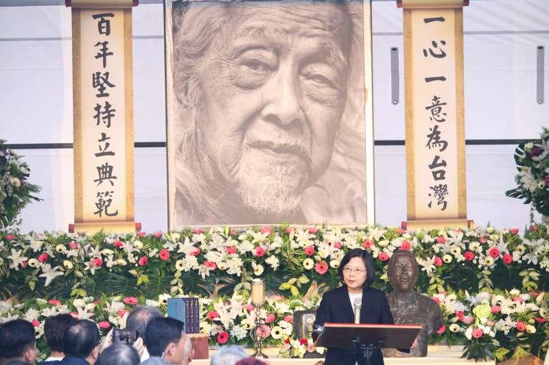 今(13)日下午民間團體發起「與史明再走一段台灣路」大遊行,送別於9月份過世、享壽103歲之台獨革命者史明(見圖)。(蔡親傑攝)