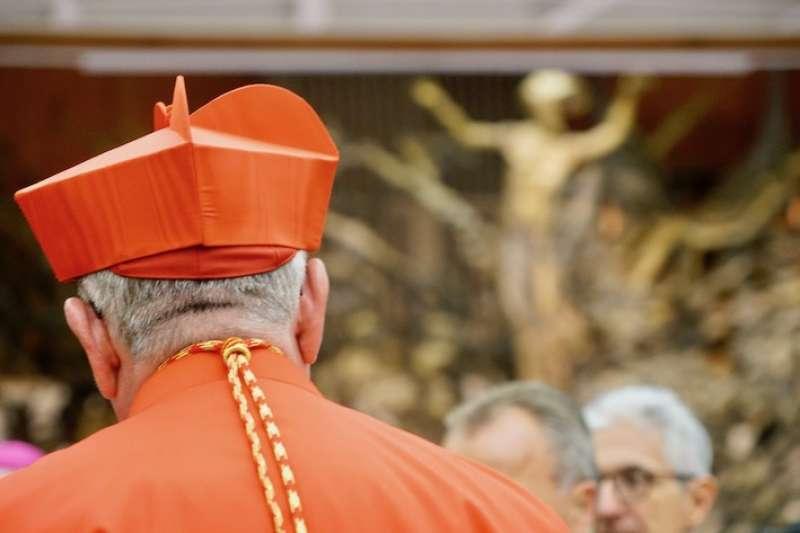 樞機身上穿著的紅色袍子禮服,是準備好犧牲的血(曾廣儀攝)