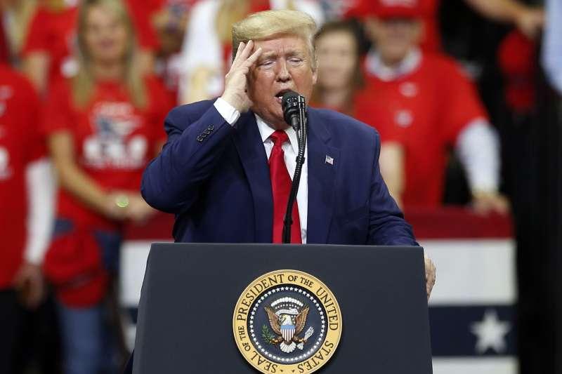美國總統川普在明尼蘇達州最大城市明尼亞波利斯造勢(AP)