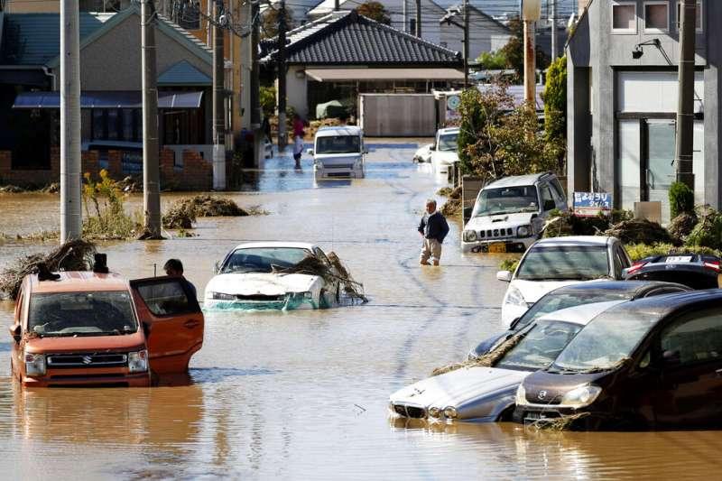颱風哈吉貝(日稱「颱風19號」)重創日本,栃木縣佐野市的住宅區全都「泡湯了」。(美聯社)