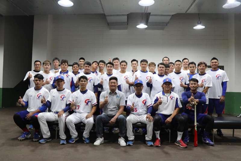 中華隊在亞錦賽首戰以17比2提前扣倒香港對。 (圖片取自棒協粉絲團)