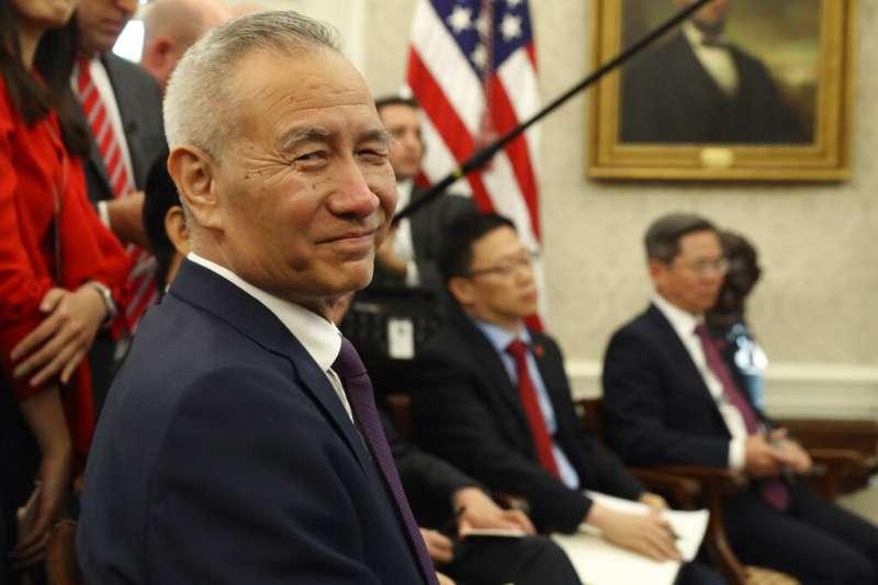 美國總統川普與中國副總理劉鶴在白宮會面。(美聯社)