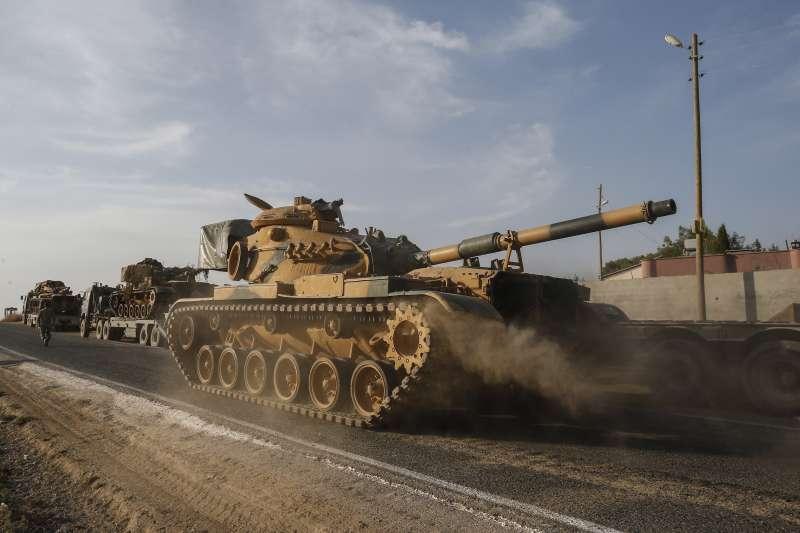 敘利亞政府軍駛入東北地區,援助庫德軍抵抗土耳其入侵。(AP)