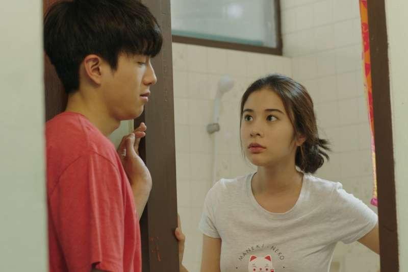 泰國電影《只有我能喜歡你》就用輕鬆詼諧的方式,演出諸多男性為了追求漂亮的護士小琳各出奇招的情形。(圖/威視電影提供)