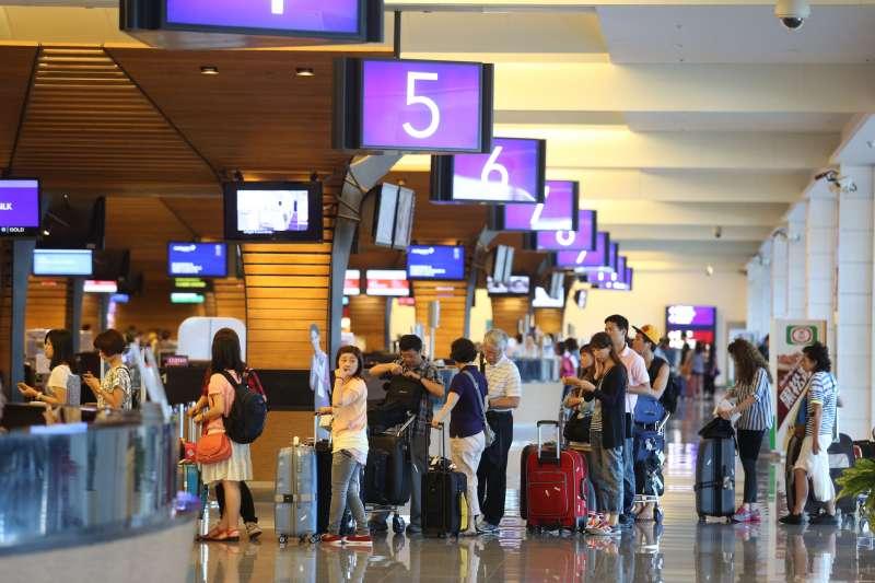 自助報到及託運行李,可使用最新的人臉辨識系統進行相關作業。