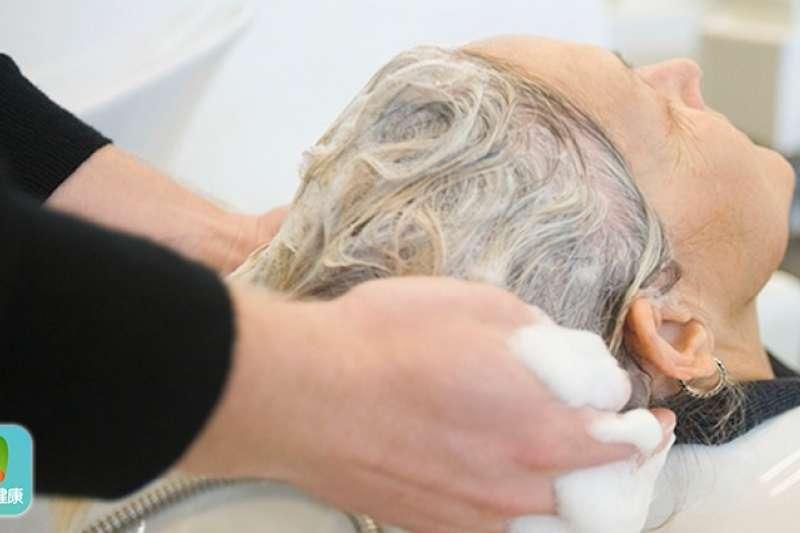 郭玉玲醫師解釋,每個人的頭皮狀況不一樣,不論哪一類型頭皮,都應該挑選適合自己的洗髮精。(圖/健康傳媒)