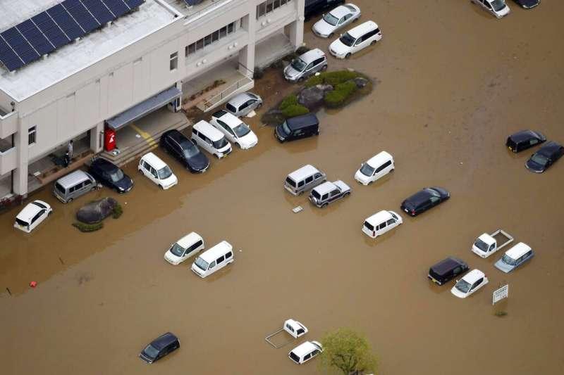 19號颱風(哈吉貝颱風)在日本造成嚴重災情,宮城縣14日仍有多處嚴重積水。(美聯社)