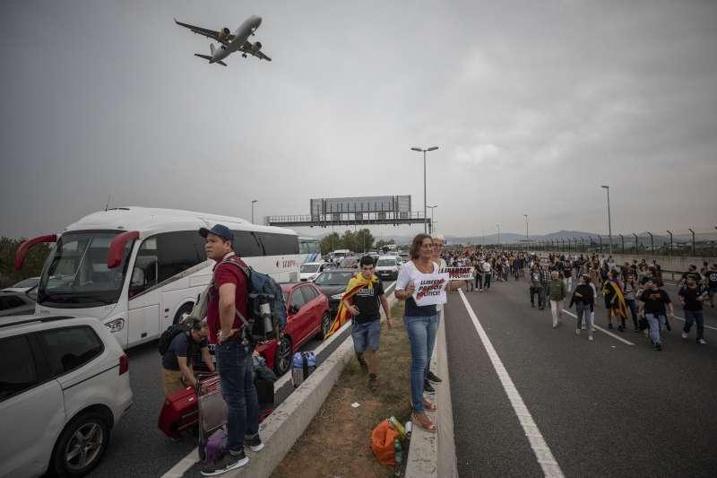 加泰隆尼亞示威:群眾占領巴塞隆納國際機場(AP)