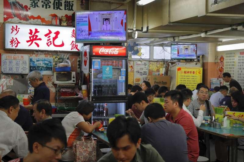 香港特首林鄭月娥16日以電視演說方式發表施政報告。(美聯社)