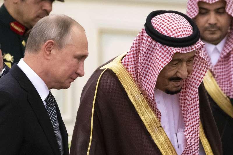 2019年10月14日,俄羅斯總統普京訪問沙烏地阿拉伯,會見薩勒曼國王(AP)