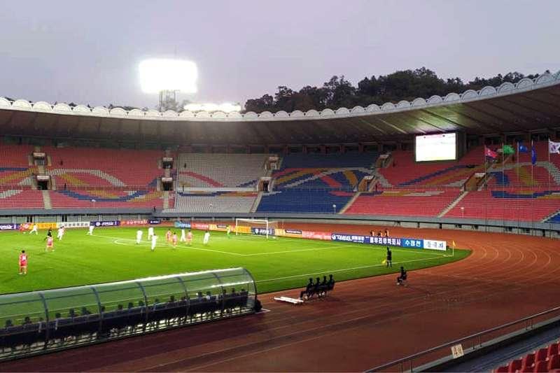 2019年10月15日,南韓與北韓在平壤對戰世界盃資格賽,以0:0踢和。由於北韓封鎖,沒有任何觀眾進場,也沒有任何實況轉播。(AP)