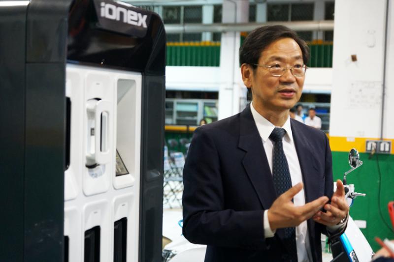 光陽執行長柯俊斌昨(15)日與台北市政府簽署技職產學合作備忘錄時也重申,國內機車發展應該要油電並存,讓市場機制決定。兩者更應該建立再齊頭式的競爭基礎下。 (李義章攝)