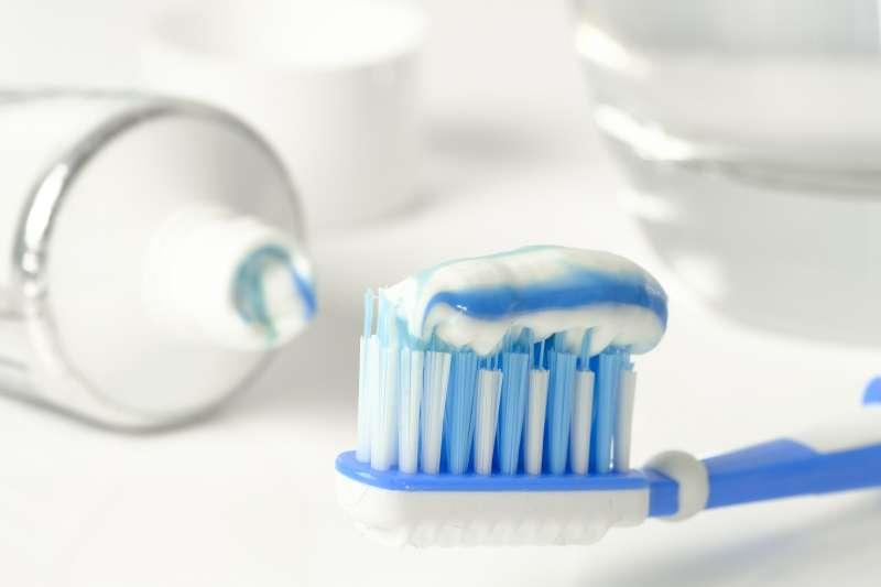 牙膏抹在痘痘上就可輕鬆消痘?(圖/pixabay)