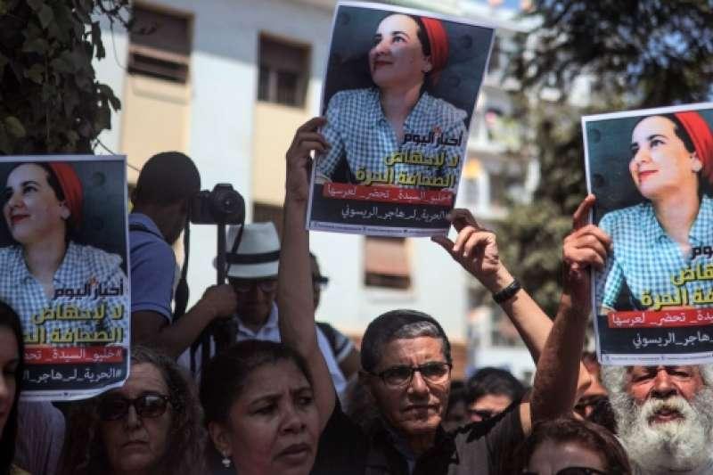 北非摩洛哥獨立媒體女記者賴索烏尼被控發生婚外性行為與墮胎,遭判刑1年,支持者呼籲當局放人(美聯社)