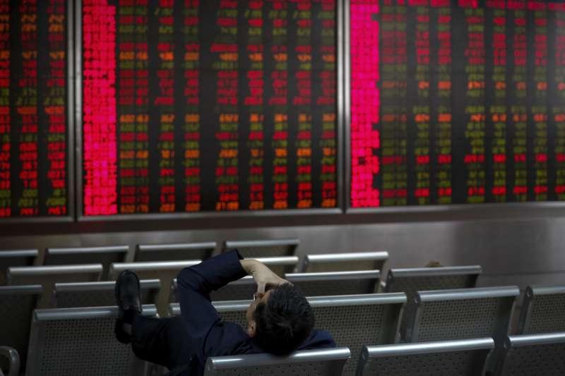 中國經濟成長放緩,路透調查分析師普遍預測2019年GDP成長率只有6.2%,創30年來新低。(AP)