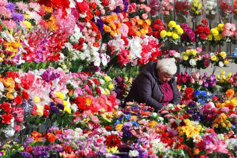 白羅斯(舊稱白俄羅斯)明斯克的塑膠花店。(美聯社)