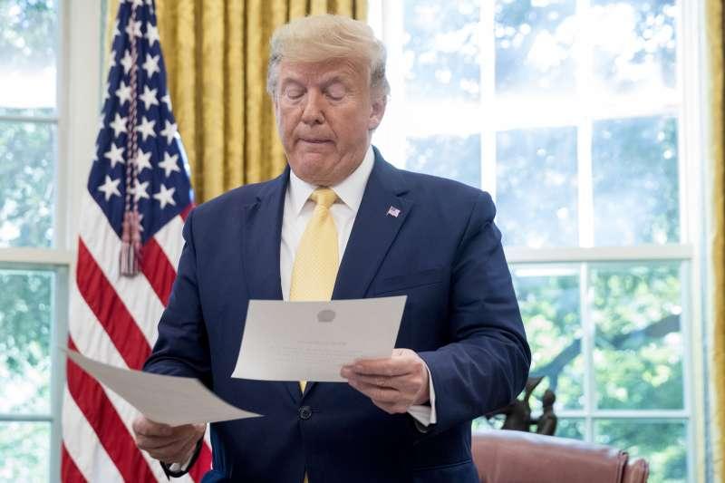 美國總統川普致信土耳其總統艾爾多安,要求他自敘利亞撤軍,信中直白的威脅字句引發討論。(AP)