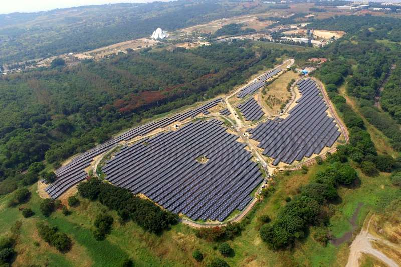 圖為台中文山掩埋場地面型太陽光電系統(取自雲豹能源官網)