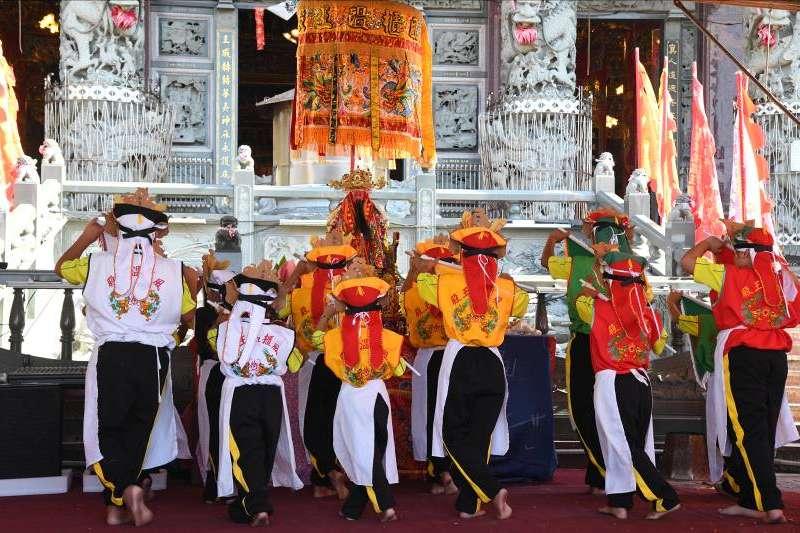 澎湖在地文化「小法」,並非人人皆有機會參與,需接受密集受訓課程,並通過種種儀式,極具神聖色彩。(作者提供)