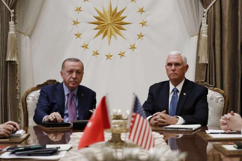 2019年10月17日,美國副總統彭斯與土耳其總統艾爾多安達成停火協議(AP)