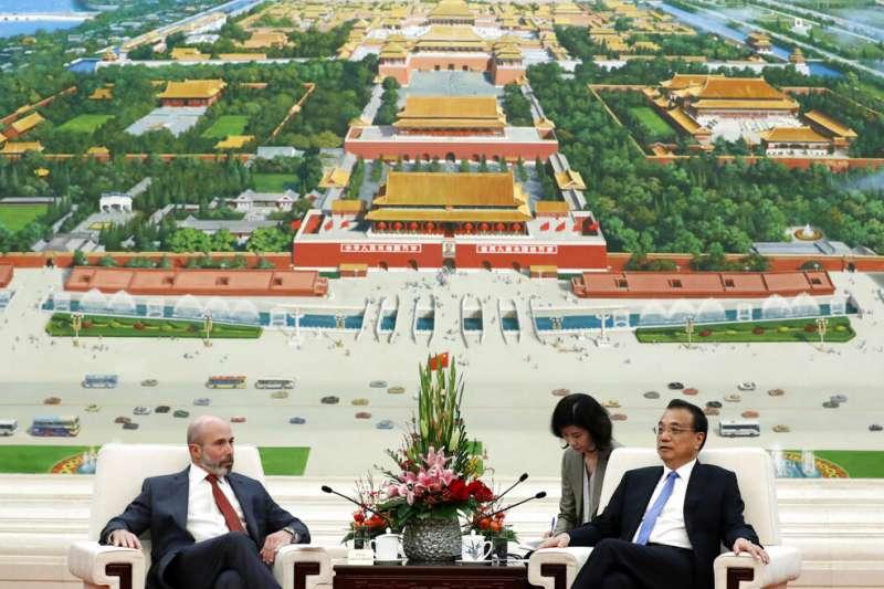 美中貿易全國委員會主席格林伯格與中國國務院總理李克強在北京會晤。(美聯社)
