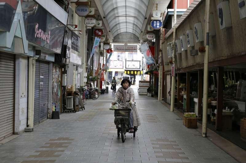 尚未成熟的政治環境和平權制度等因素,使日本女性難以在政界闖出一片天。(美聯社)