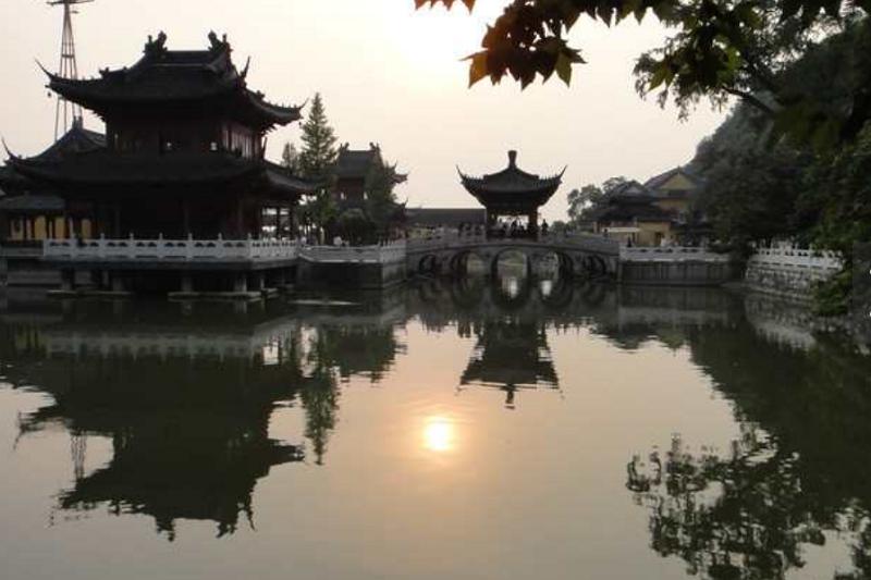 烽火歲月離開老家鎮江,一去就是三十九年不得歸。(圖為鎮江焦山公園,yanemon∕互動百科)