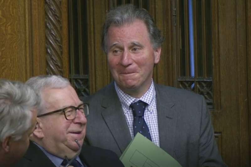 2019年10月19日,英國脫歐進程關鍵時刻,下議院表決首相強森的新版《退出協議》,無黨籍議員萊特溫(Oliver Letwin)提出修正案(AP)