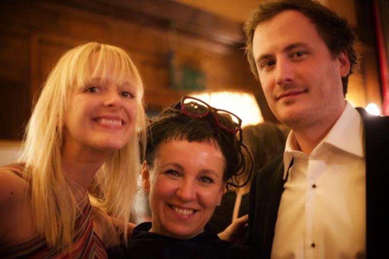 Jacques Testard(右)選書功力驚人,中間女性為Olga Tokarczuk,她即是2018年諾貝爾文學獎得主(圖片來源:史丹佛大學)