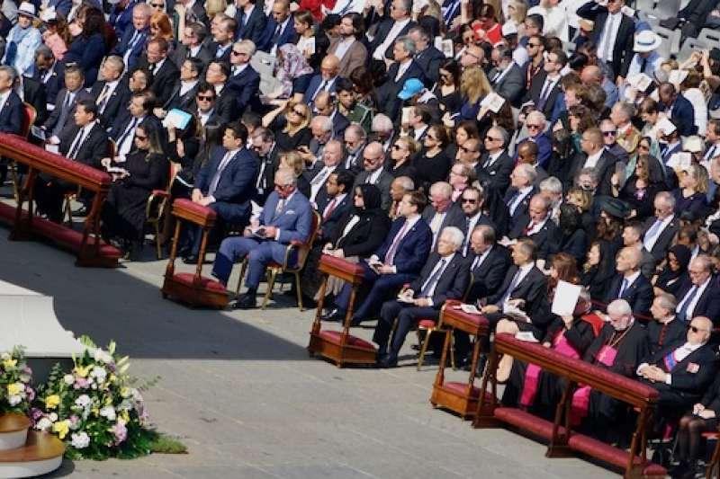 陳副總統伉儷參加梵蒂岡封聖彌撒典禮(曾廣儀攝)